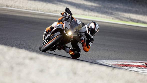 KTM RC 390_Action 05