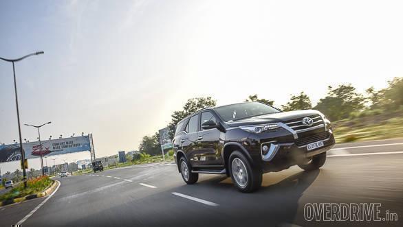 2016 Toyota Fortuner (16)