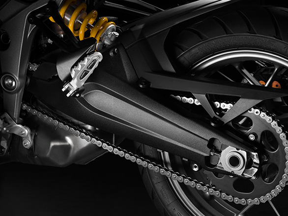 The double-sided swingarm is derived from the Multistrada Enduro. The Multistrada 1200S is the only model in the line up to feature a single-sided swingarm