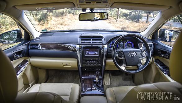 Honda Accord Hybrid vs Toyota Camry Hybrid (28)