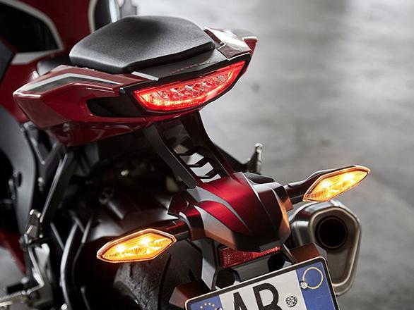 Honda CBR 1000RR Fireblade (6)