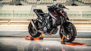 EICMA 2016: 2017 KTM 1290 Super Duke R showcased