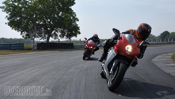 Ducati 959 Panigale vs MV Agusta F3 Track test (5)