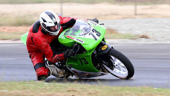 Ami van Poederooijen won both races in this round, giving him the title in the Super Sport 300-400cc class