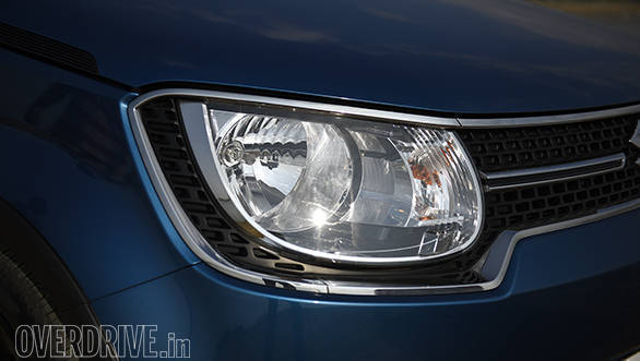The design of the floating headlamps is quite cool, and looks nice even with the halogen lamps