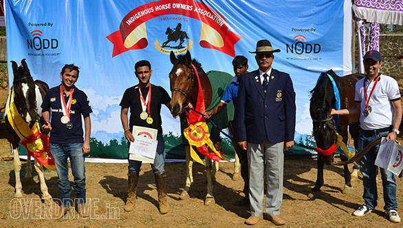 38--Top-Three-of-the-40-Kms-Endurance-Krish-Saigal(centre),-Bakhtiyar-Iran-(right)i-and-Amit-Kapadia(left)-with-Chief-Judge-of-the-event-Col.Yadav