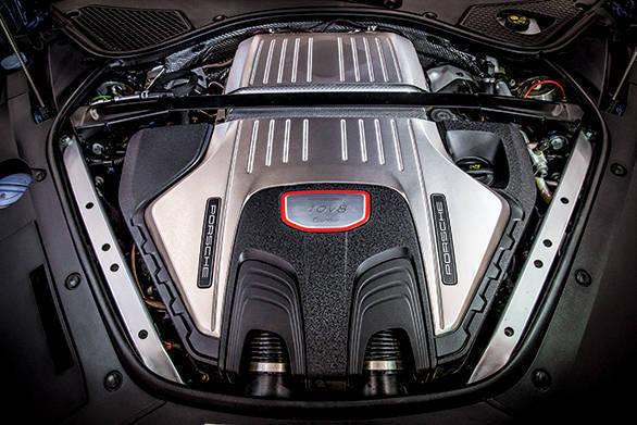 2017 Porsche Panamera Turbo (1)