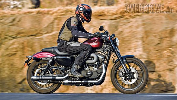 Harley-Davidson Roadster vs Triumph Bonneville T100 (4)