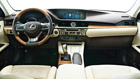 Lexus ES 300h (2)