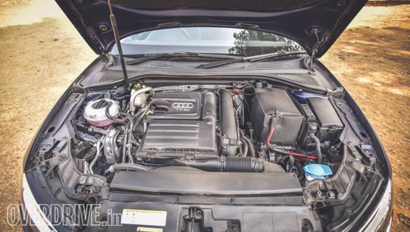 Audi A3 Petrol vs Mercedes CLA 200 (94)