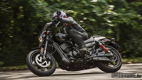 Harley Davidson Street Rod pictures (4)