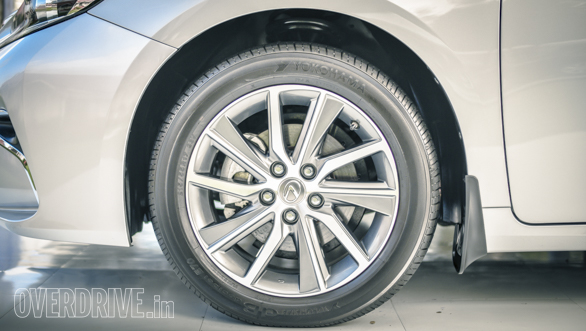 Handsome 17-inch wheels don't look too small in those wheel arches