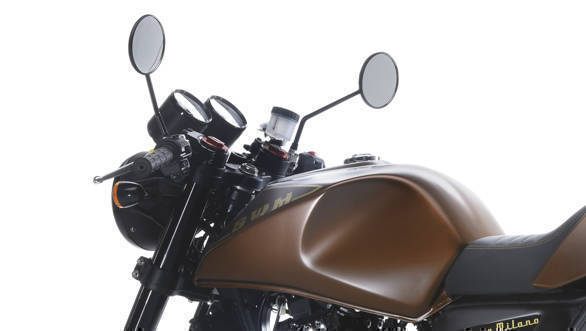 The SWM Gran Milano tank is an oddly nice combination of curves and hard, almost modern edges. Note adjustment caps on the suspension and the lack of bar-end vibration dampers