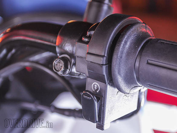 The right side of the handle bar gets the electric start button