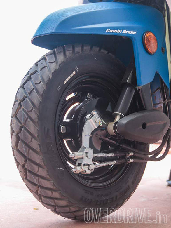 The Honda Cliq will be shod with chunky block-treaded tubeless tyres. We saw MRF Mogrip and Ceat Gripp tyres on the launch scooters. Size is 90/100-10. The rims are steel and there is no disc brake option