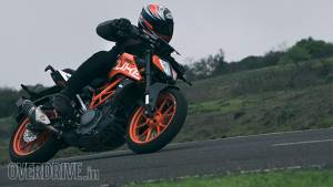 2017 KTM 390 Duke road test review