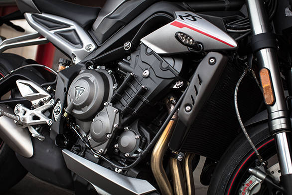 The RS engine makes 123PS at 11,700rpm and 77Nm that peaks a full 1,400rpm higher to 10,800rpm, when compared to the mid-spec R s engine