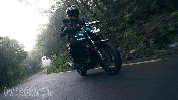 TVS Apache RTR 200 vs Yamaha FZ 250 (8)
