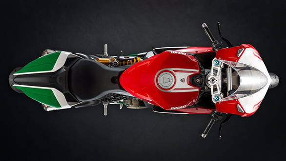 The paint scheme of the 2017 Ducati 1299 Panigale R Final Edition resembles that of the Italian flag