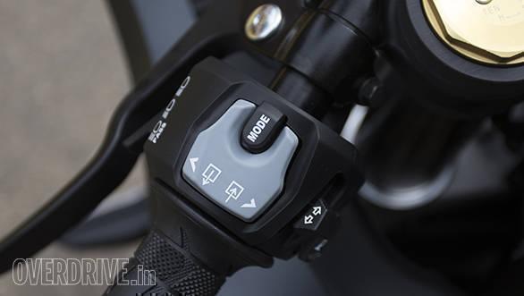 2017 Suzuki GSX-R1000A switchgear detail