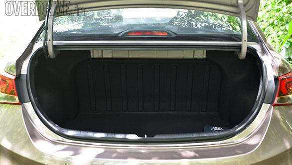 The boot space at 480l isn't the best in class but can still hold a couple of suitcases. Hyundai also offers the smart trunk which will remotely open the boot if you have the key on you