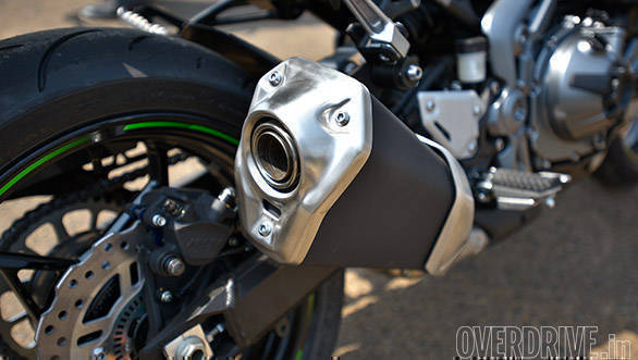 The Kawasaki Z900's Stock exhaust looks bulky but has the typical inline-4 wail at revs