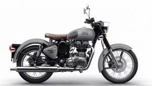 Royal Enfield Classic 350 gunmetal grey and Classic 500 stealth black photos