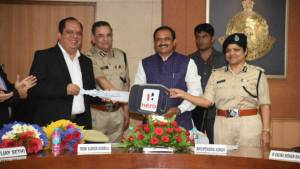Hero Moto Corp presents 80 Duet scooters to woman police officers in Bhopal