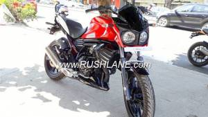 Mahindra Mojo UT300 with carb, single exhaust spotted at dealership