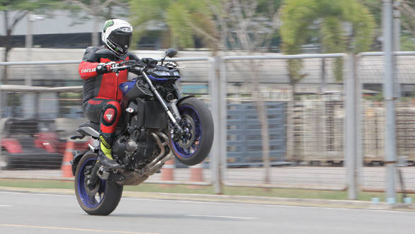 2018 yamaha mt 09 first ride review overdrive. Black Bedroom Furniture Sets. Home Design Ideas