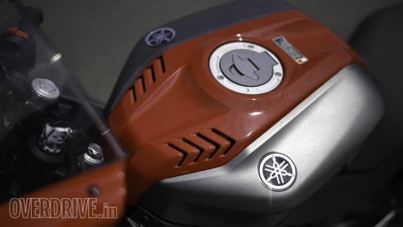 Yamaha YZF-R15 v3 tank detail