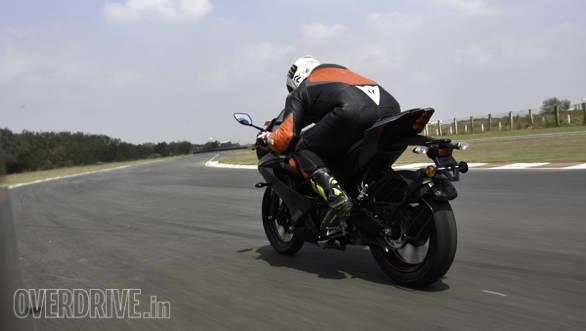 Yamaha YZF-R15 V3.0 Action