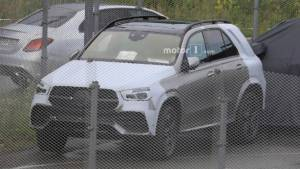 Next-generation Mercedes-Benz GLE-Class SUV spied with minimal camouflage