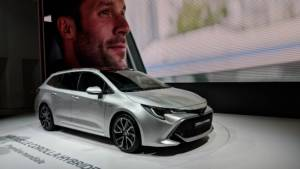 2018 Paris Motor Show: The next generation Toyota Corolla Touring hybrid shown in Europe