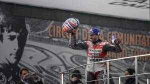 2018 MotoGP season comes to a dramatic end, Dovizioso wins 'two-part' rain soaked race
