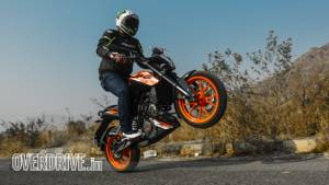 2019 KTM 125 Duke road test review