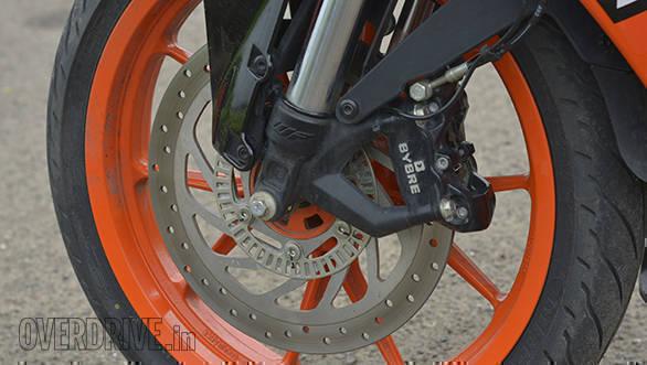 KTM RC 125 Road Test OVERDRIVE (11)