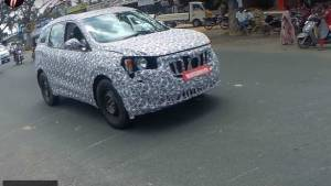 Next-generation Mahindra XUV500 SUV spotted testing with new details