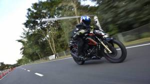 BSVI TVS Apache RTR 200 4V first ride review
