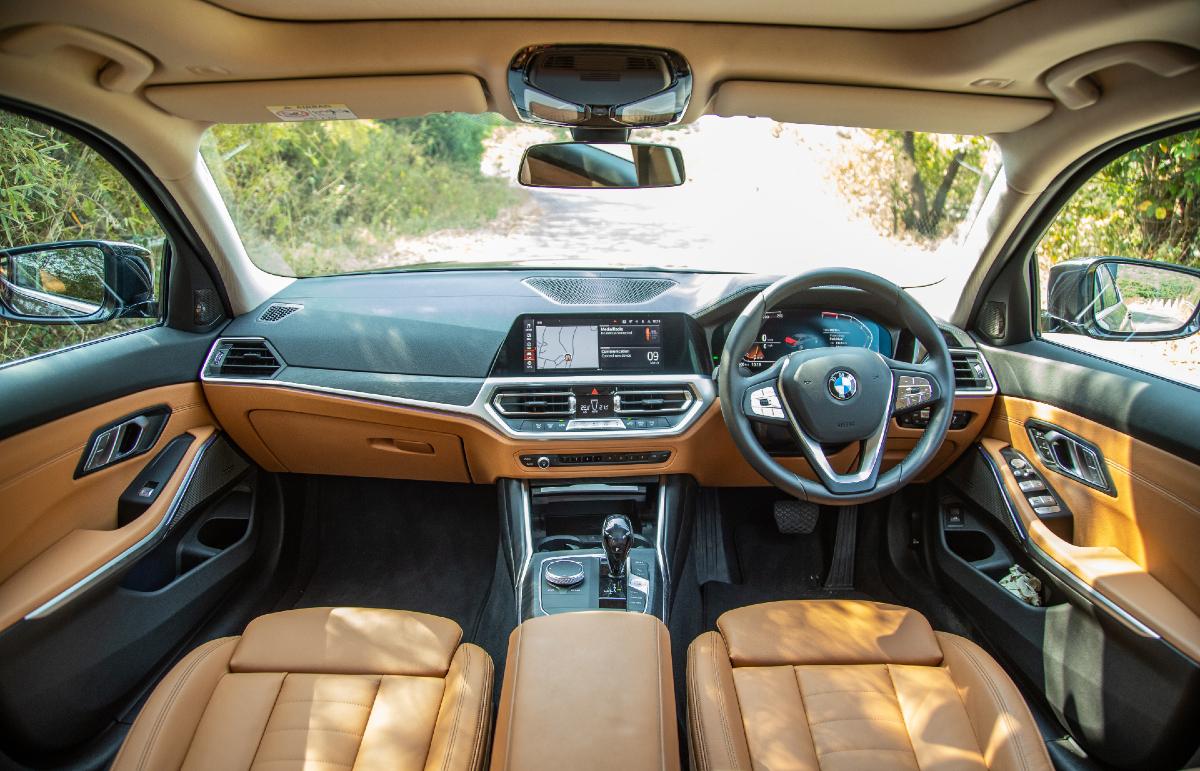 2021 BMW 330Li Gran Limousine dashboard