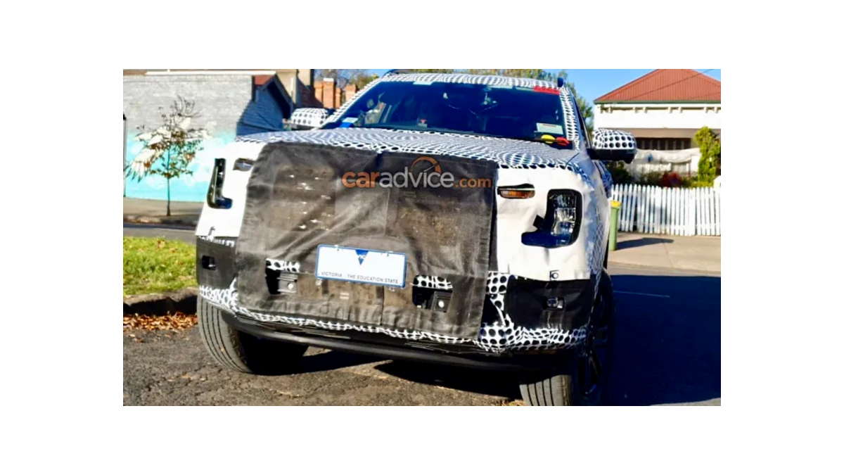 2022 Ford Endeavour front spy image