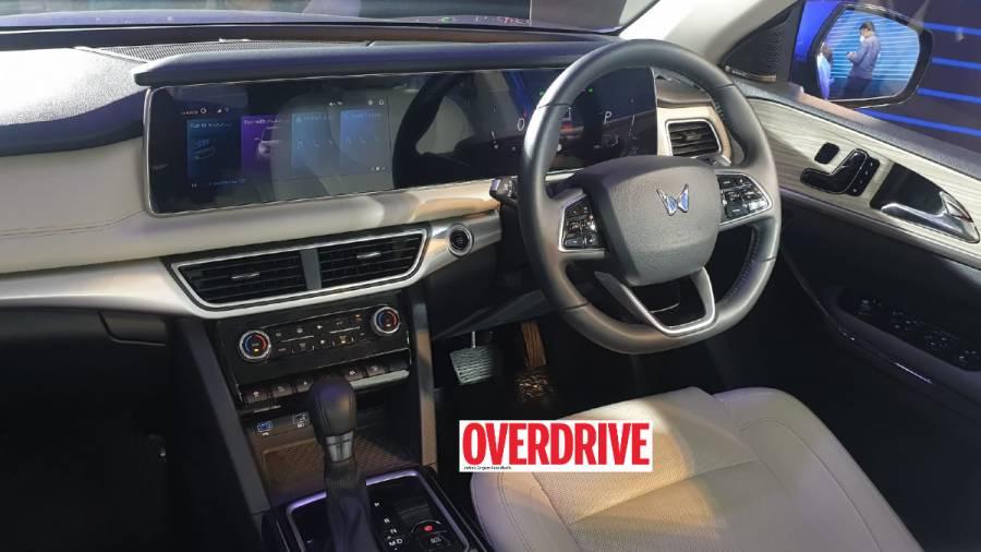 2021 Mahindra XUV700 interior