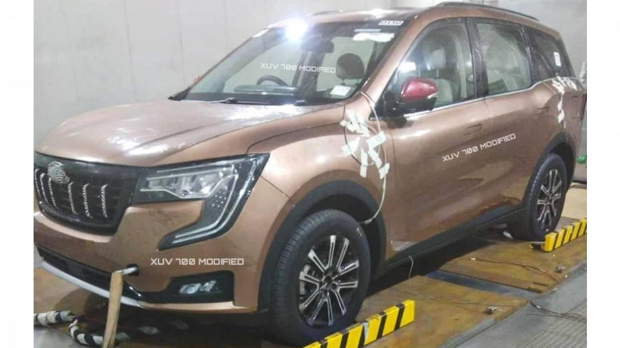 2021 Mahindra XUV700 leaked image exterior front